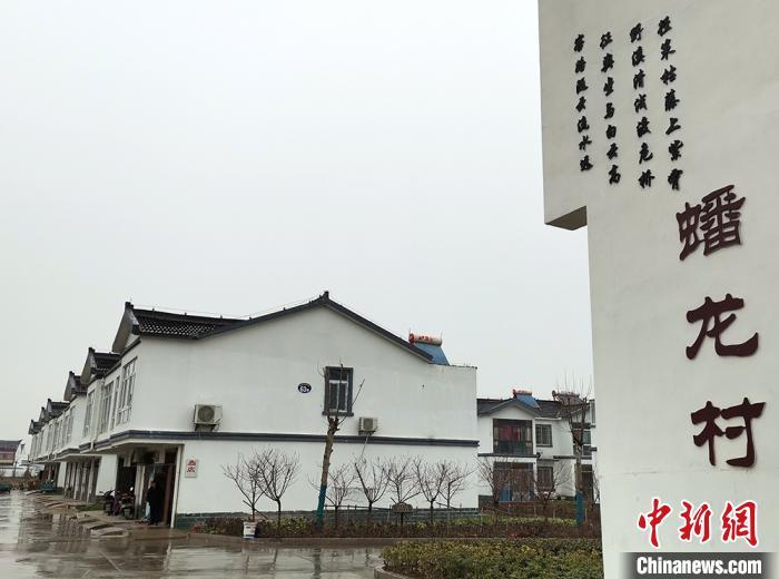 江苏阜宁农家乐创新:农民在新房里上班