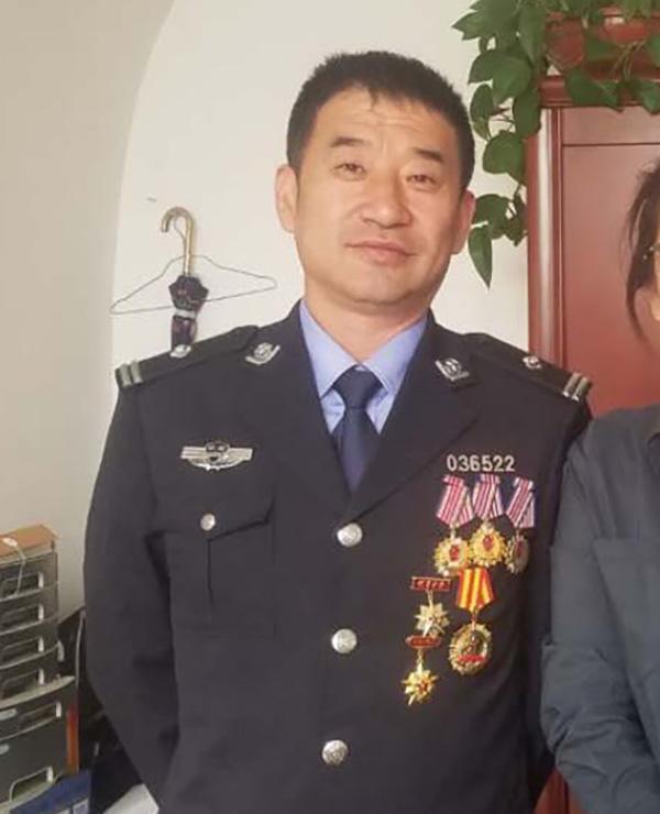 目前主持横山区煤炭计量站工作的是副站长张敏,他曾从警二十年,获得多项荣誉称号。