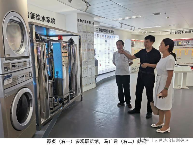 河南大学副校长谭贞参观河南省人工智能展览馆