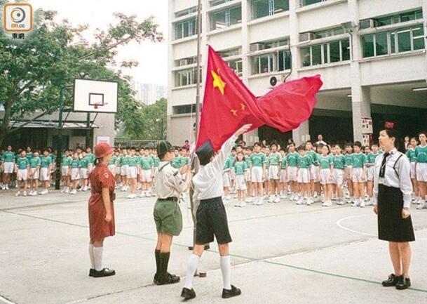 """教育局就《国歌条例》向全港中小学发出通告(图片来源:香港""""东网"""")"""