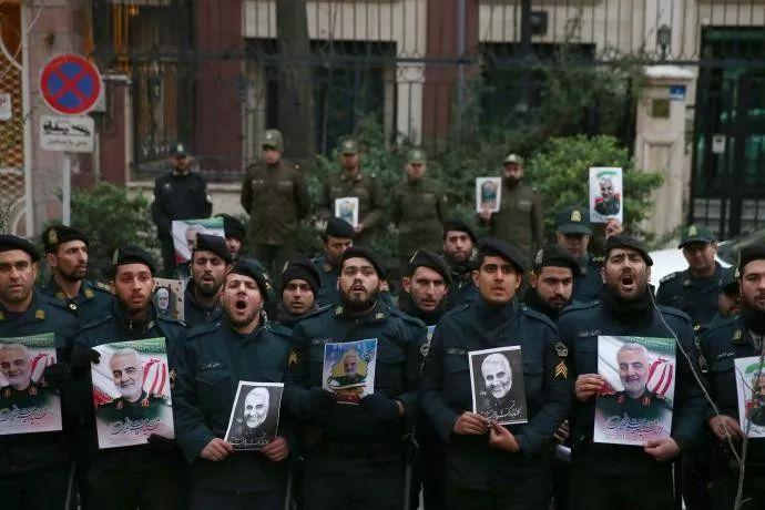 伊朗警方抗议美军暗杀苏莱曼尼