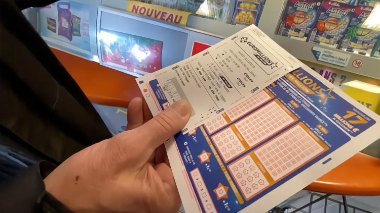 太幸运!夫妇买彩票填错数字 竟获1亿元大奖
