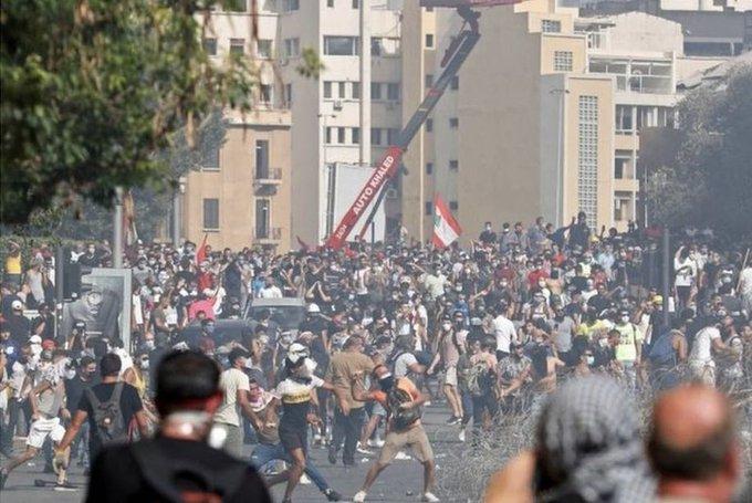 """黎巴嫩爆发反政府示威活动 抗议者""""接管""""外交部(图)"""