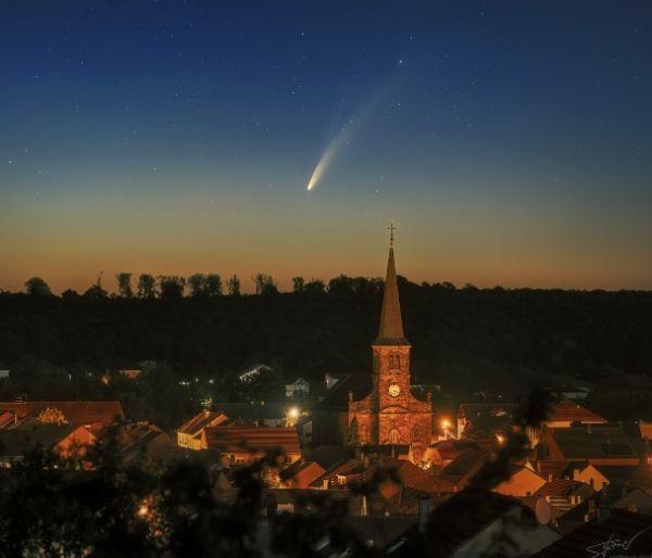 一颗彗星6800年来首次穿越内太阳系,7月下旬肉眼可看清楚