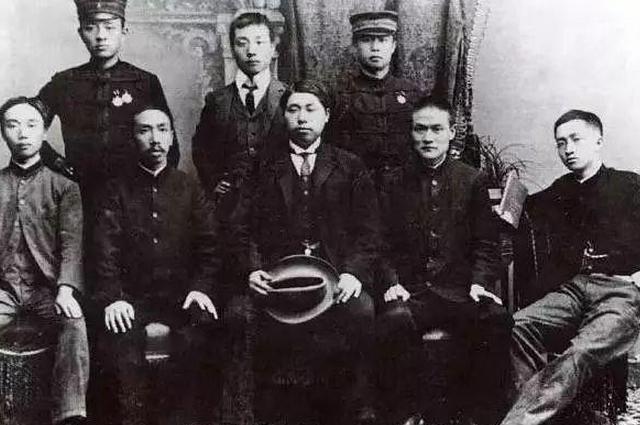 清初剃发遭汉人激烈抵抗,为何到清末剪辫子时,也有很多人抵抗?(图7)