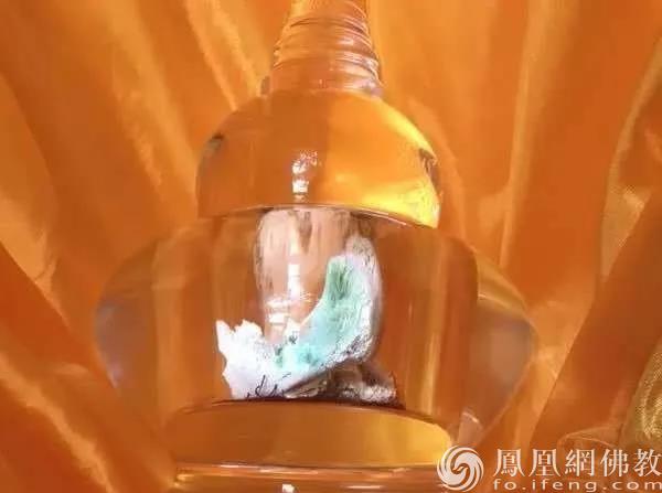 拉西仁钦上师舍利(图片来源:凤凰网佛教 摄影:赤峰康宁寺)