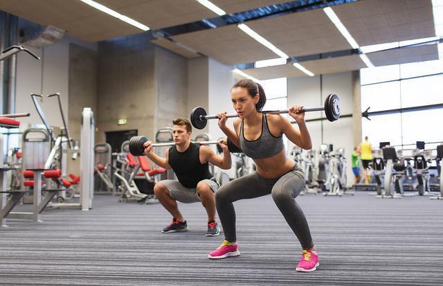 健身最不能缺的动作就是深蹲,增肌减脂,强身健体,它都行!