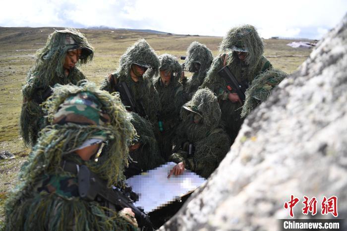 科目训练中的狙击手。中国人民解放军77635部队 供图