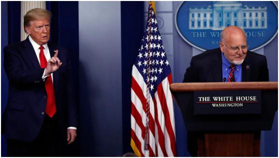 (左:特朗普;右:美国疾控中心主任罗伯特·雷德菲尔德。图源:美联社)