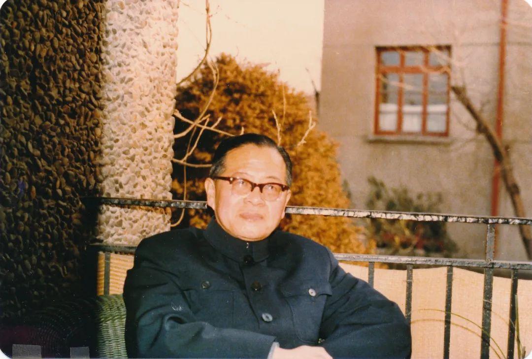 1981年春节摄于绮园家中