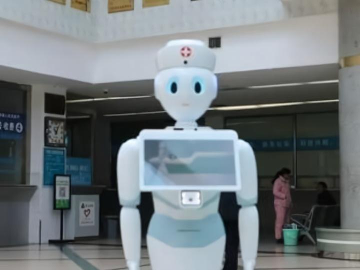 """导诊机器人""""上岗""""给你智慧医疗新体验"""