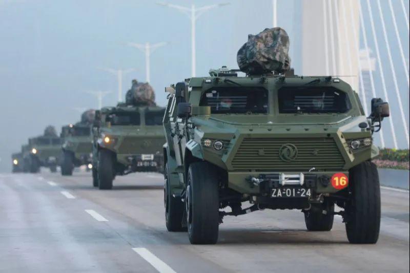 △某新型装甲突击车首次进澳履行防务