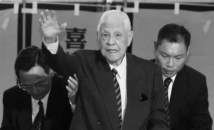 """李登辉病亡,曾让蒋经国哀叹""""看错人"""""""