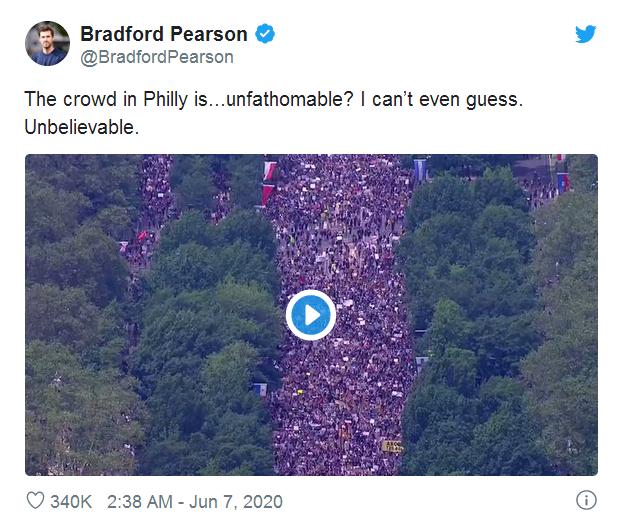 推特网友配图称,费城的抗议人群无法估量、难以置信