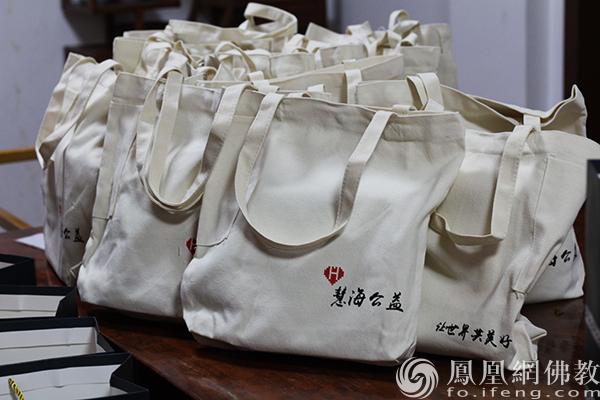 慧海公益中秋福德包(图片来源:凤凰网佛教)