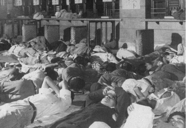 上图_ 二战后无家可归的日本难民