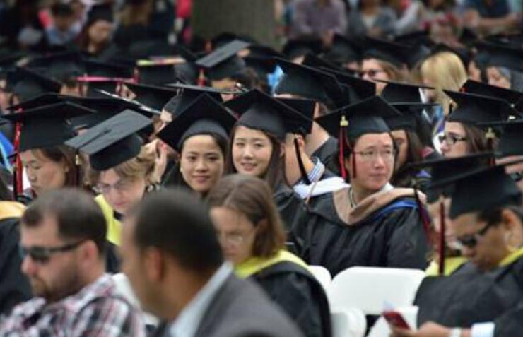 美国大学生里华人华裔比例很高