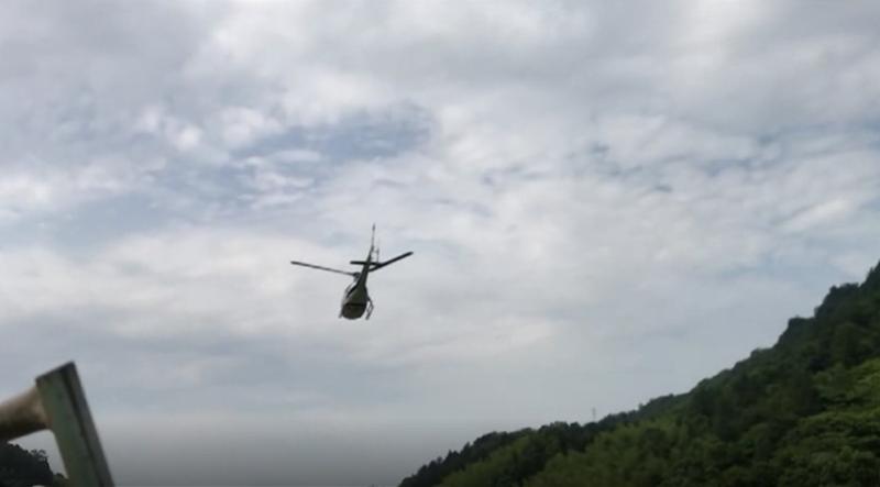 翼装女生最后一跳:19秒急剧下降 摄影师示意开伞