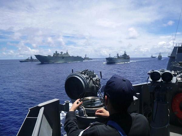 日本海上自卫队舰艇观测澳大利亚军舰