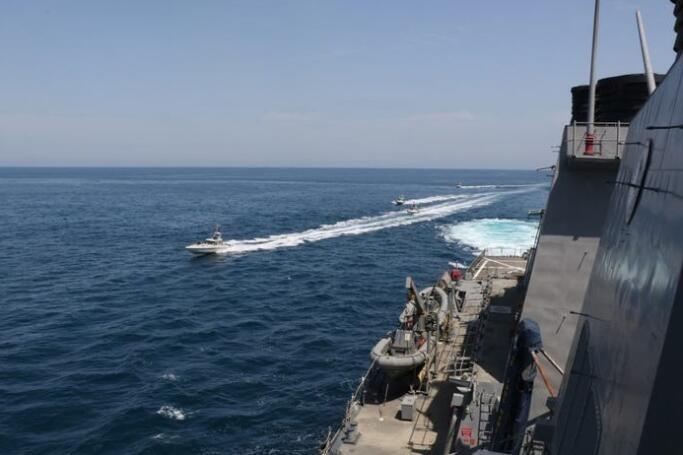 波斯湾美军舰会击沉距其百米内的所有船只?