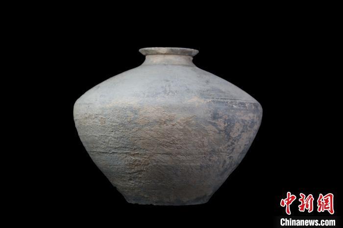 """""""新亭""""陶缶。陕西省考古研究院"""