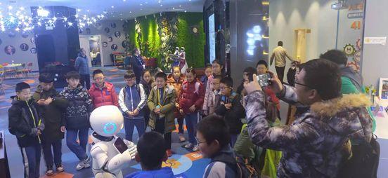 大连海洋文化节系列活动之请星星的孩子走进人工智能科普基地