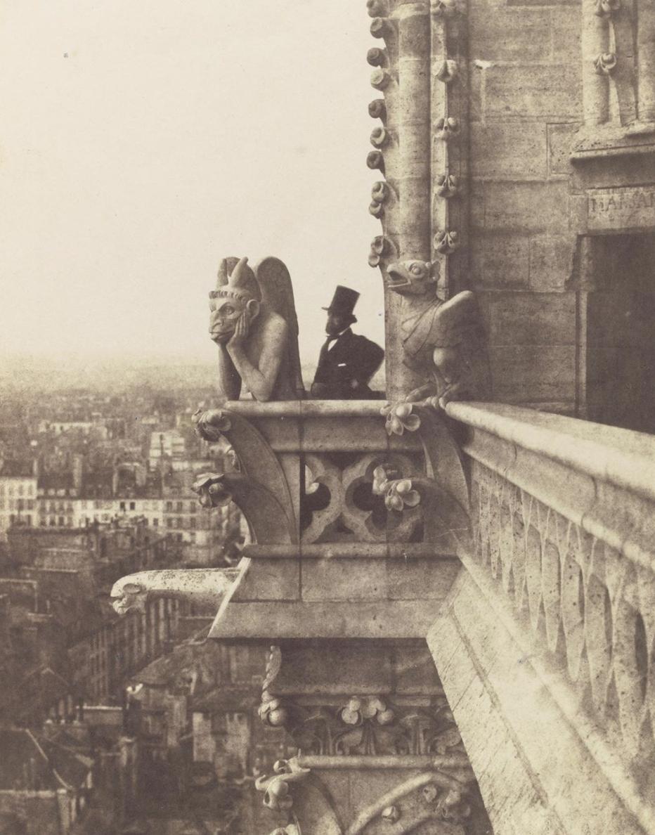 19世纪,巴黎圣母院修复后的历史照片。石像怪出自法国建筑师维奥莱·勒·杜克的创作。 考古地下室博物馆官网 图
