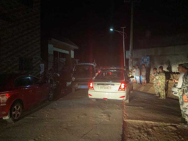 武警、公安、民兵在各主要路口巡防布控。本文图片均为澎湃新闻记者 赵思维 图