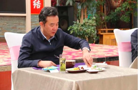 """7省11地市委书记、市长带头""""下馆子逛超市"""""""