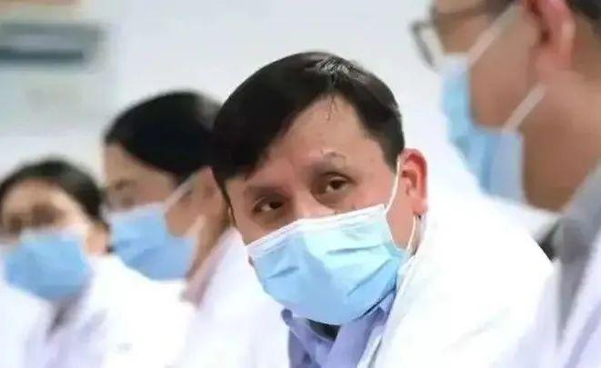 1月11日,张文宏接受了第二剂新冠疫苗注射