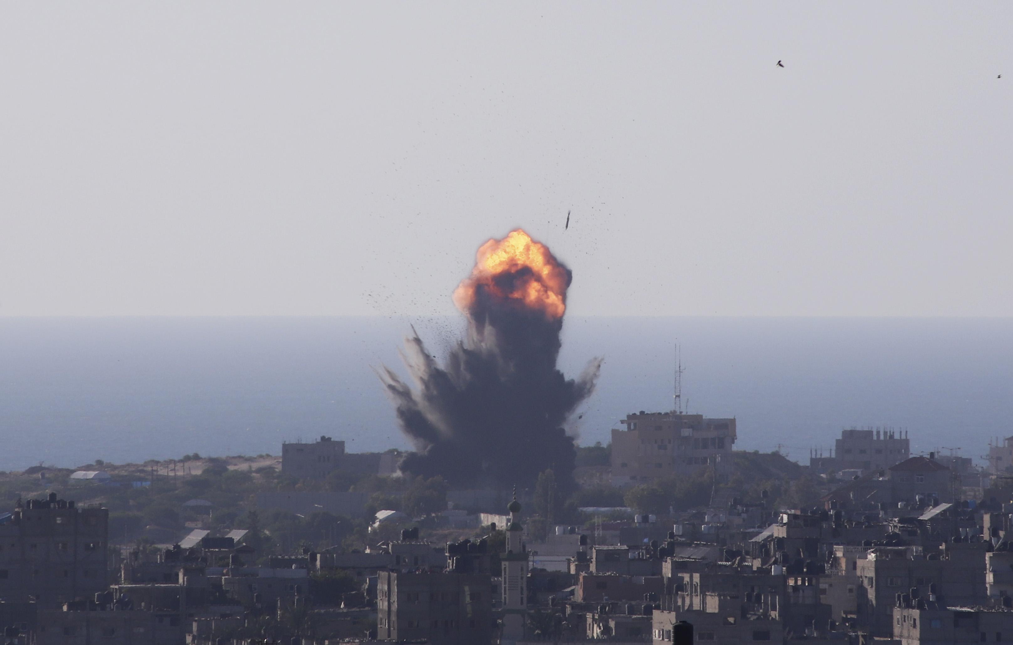 巴以冲突下的加沙:怀孕母亲与孩子一起遇难,医院几近崩溃