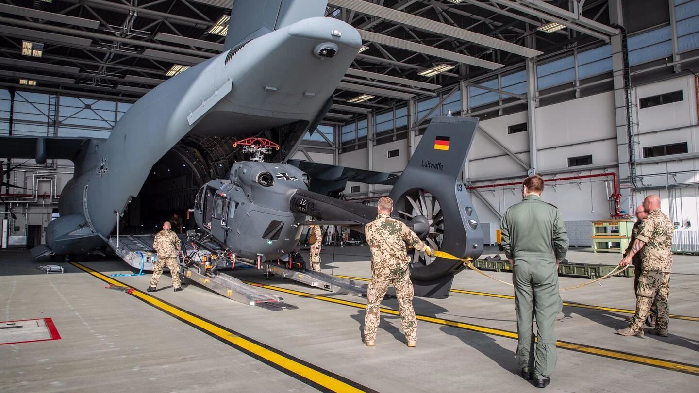 德國向喀布爾空運特戰直升機 搭載特種兵到市區接人