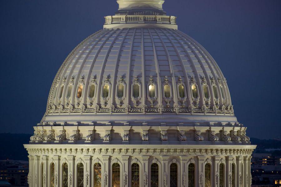 美国国会大厦是新古典主义建筑风格代表。