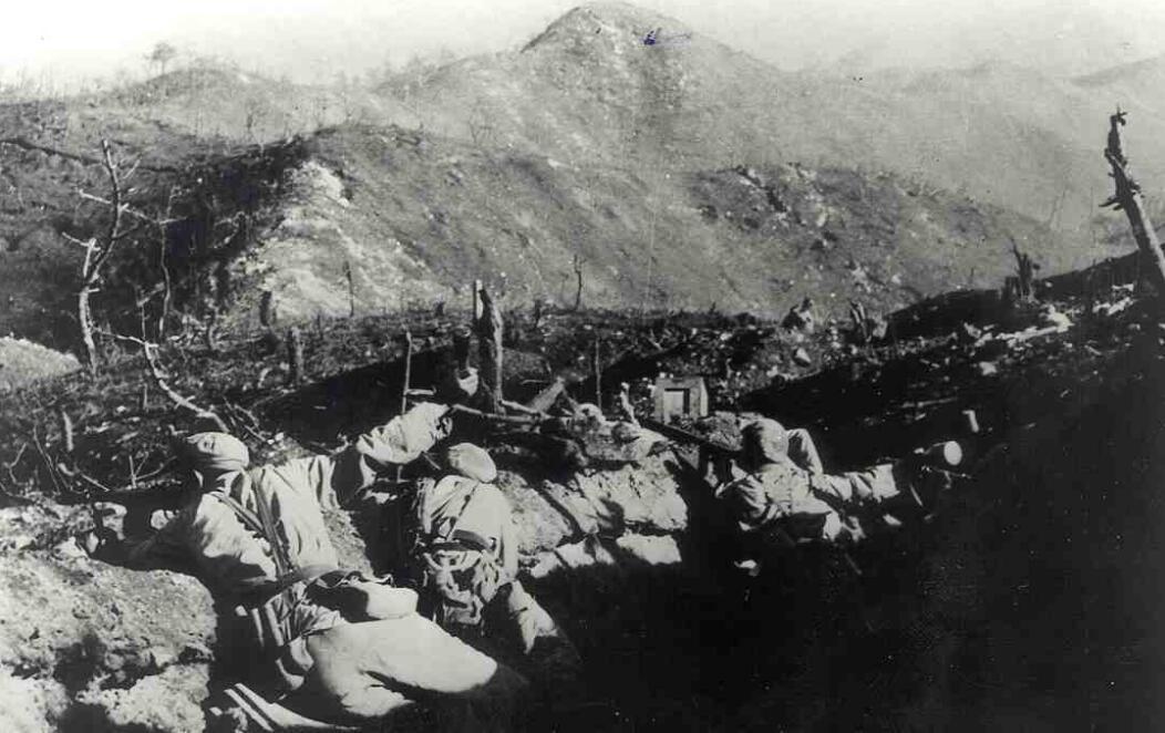 上图_ 上甘岭战役中,志愿军第15军45师坚守阵地