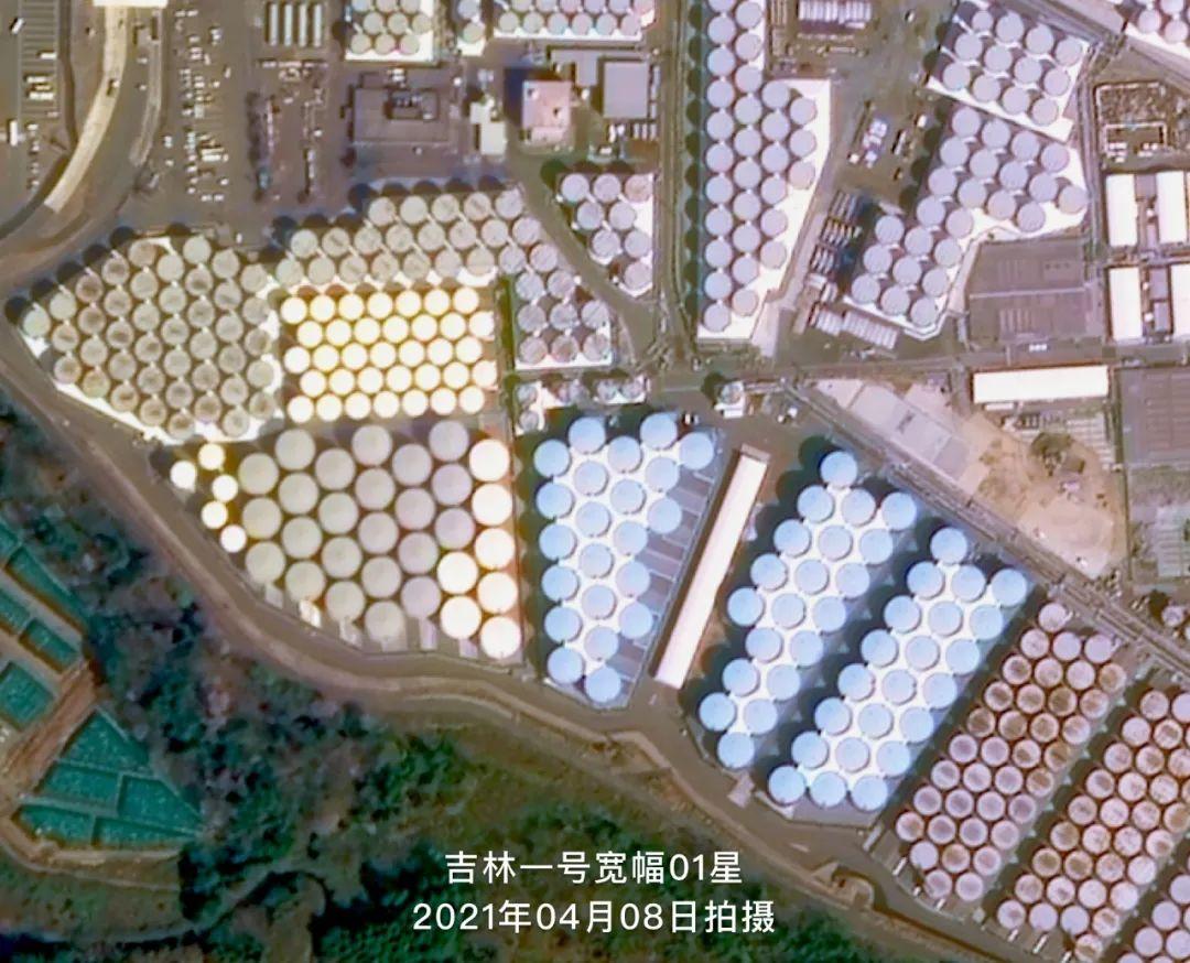 图:日本福岛第一核电站内的核废水储存罐局部放大图