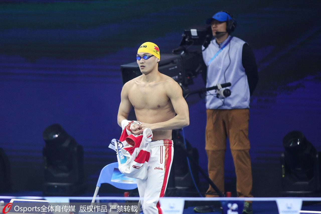 徐嘉余在100米仰泳上夺得奥运金牌的概率最大。