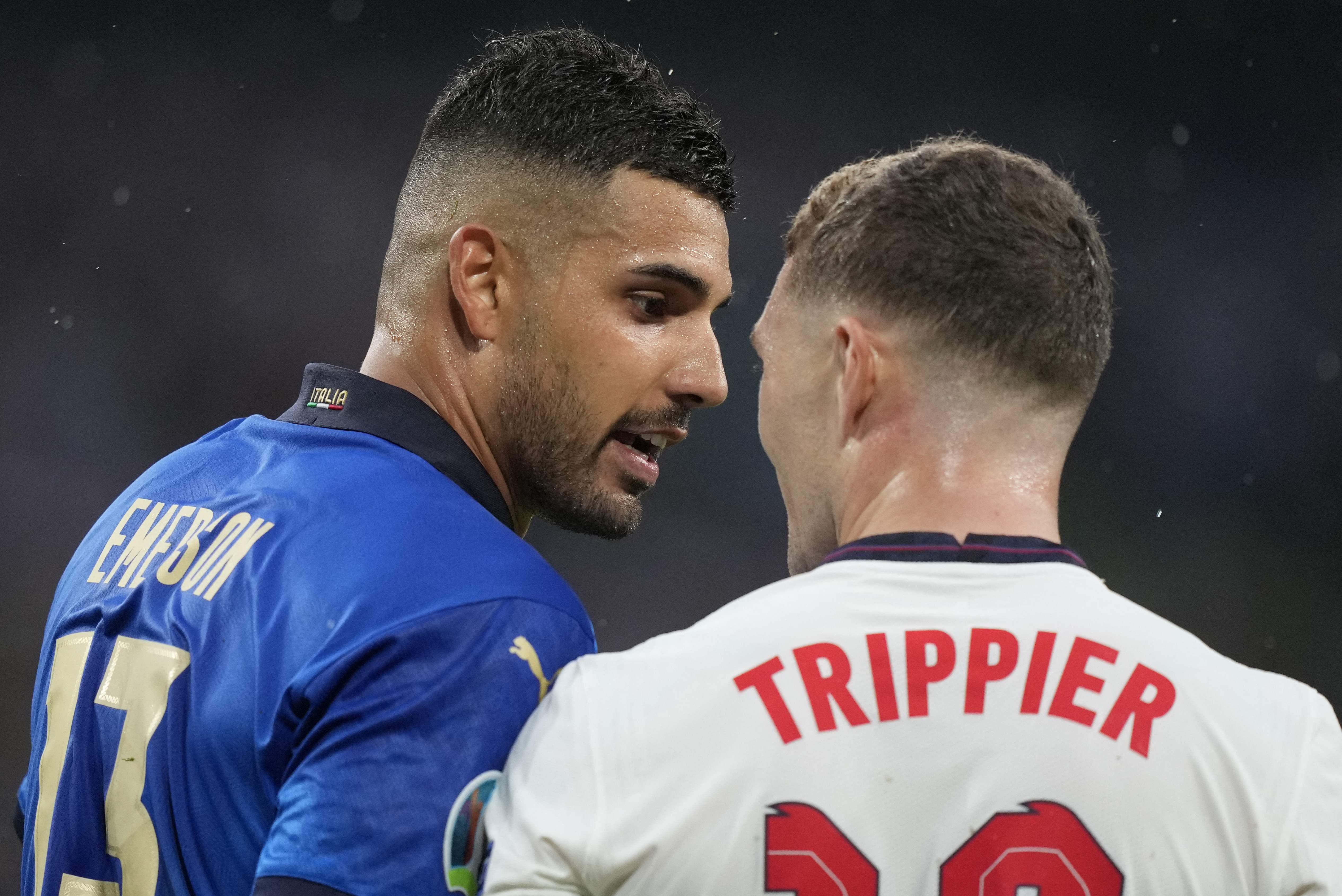 埃莫森和特里皮尔发生口角。
