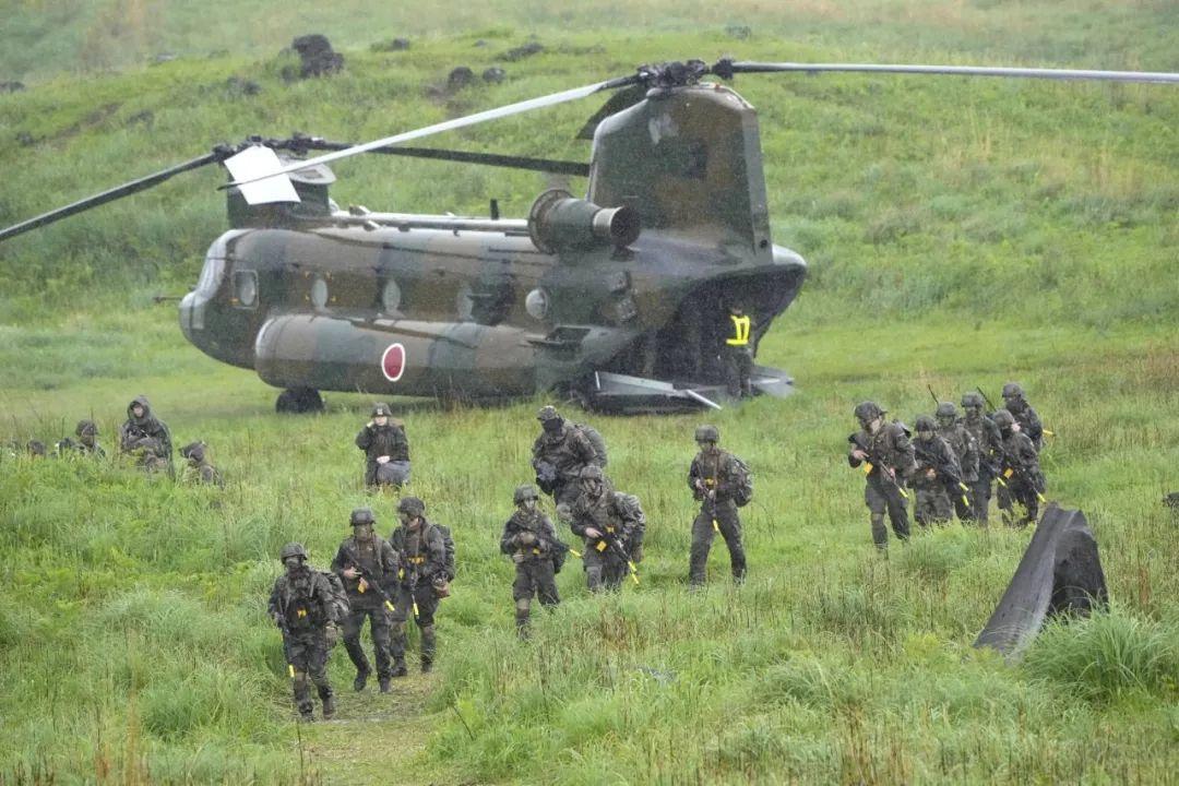 ▲ 2021年5月,日本陆上自卫队、美国海军陆战队和法国陆军在鹿儿岛县的雾岛训练场共同训练。