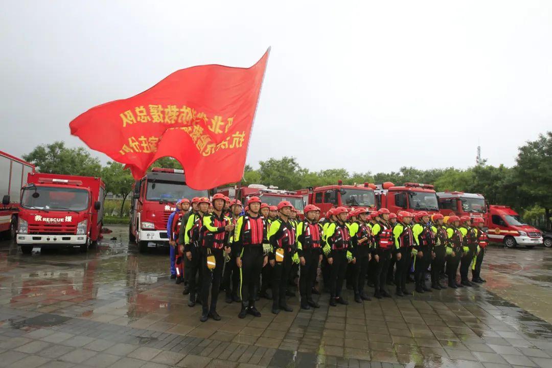 ▲ 上图 安徽电力支援;下图 河北消防援助郑州暴雨。 图/视觉中国
