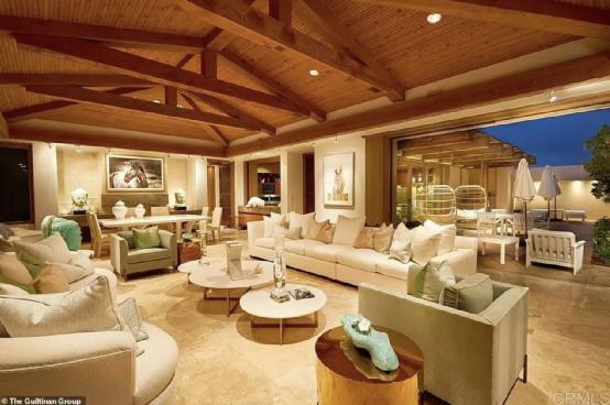 (图说:盖茨夫妇在西雅图的豪宅,估价为1.25亿美元)