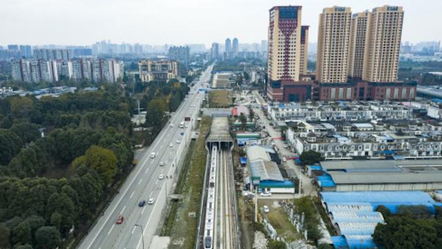 成都新晋常住人口2000万梯队,与上海、北京比肩