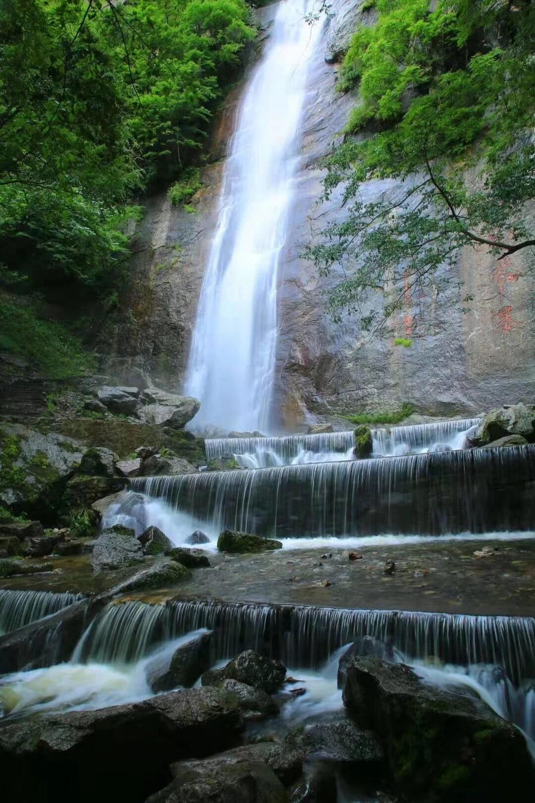 红河谷景区内瀑布风景