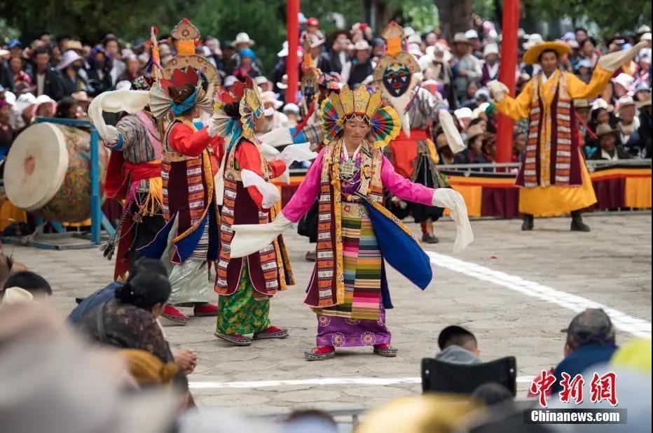 """资料图:藏戏距今已有600多年历史,被誉为藏文化的""""活化石"""",2009年入选联合国教科文组织人类非物质文化遗产代表作名录。中新社记者 何蓬磊 摄"""