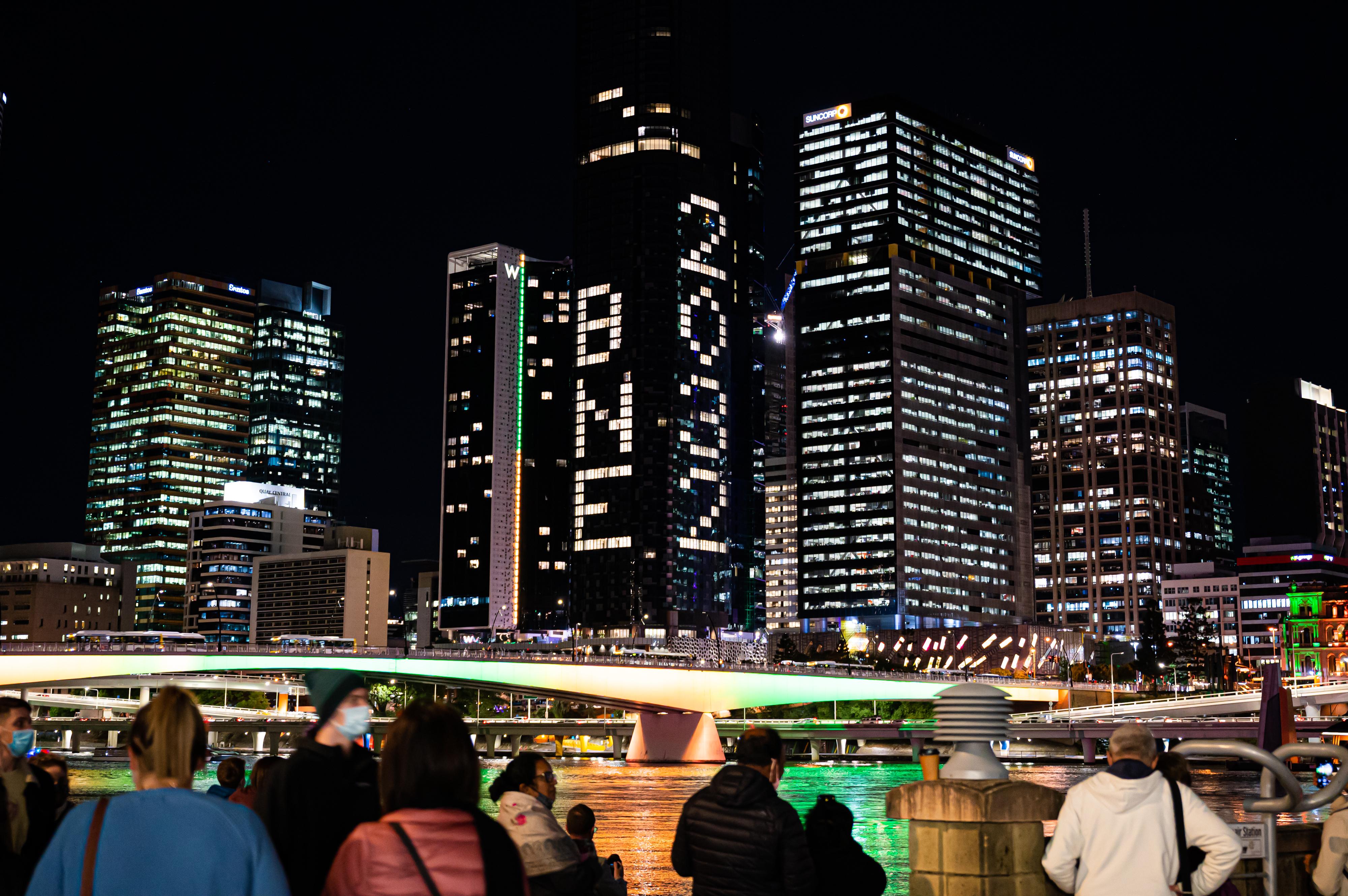 7月21日,在澳大利亚布里斯班,人们庆祝该市申办2032年奥运会成功。新华社发(吴育珩摄)