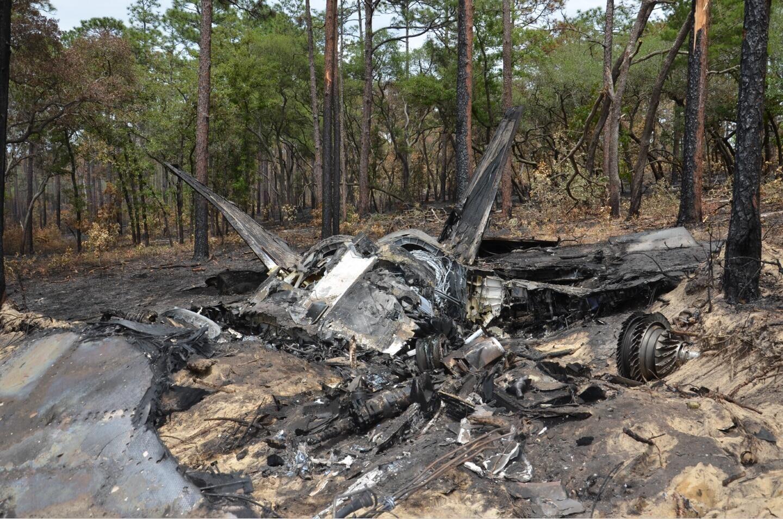美国媒体公布的F-22战斗机坠毁现场画面