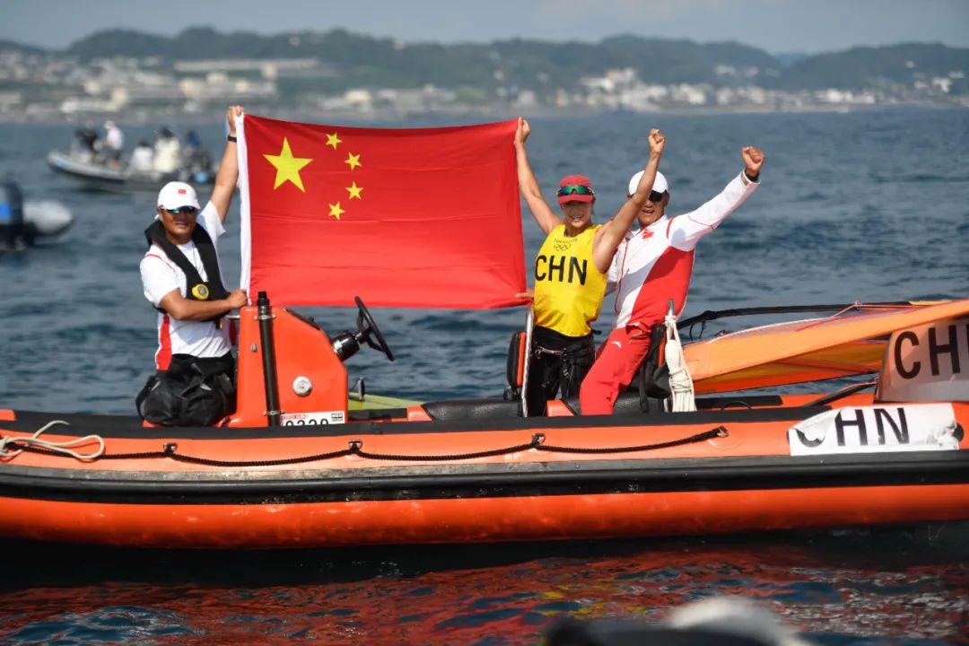 7月31日,中国选手卢云秀(右二)在赛后庆祝。