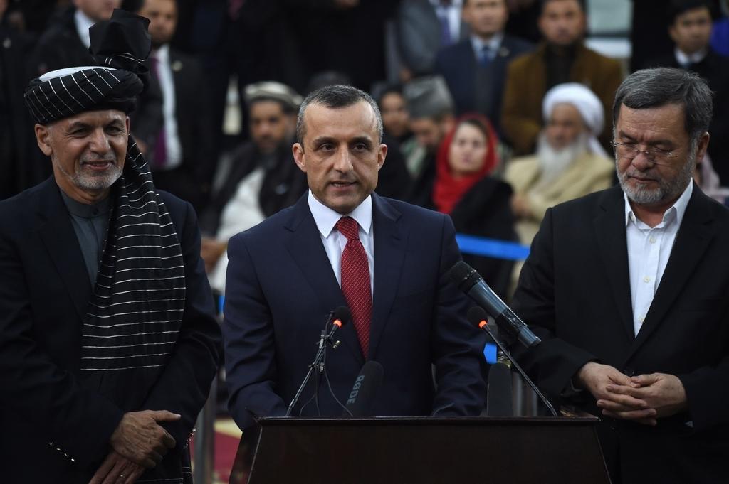 阿富汗副总统阿姆鲁拉・萨利赫(中)和阿富汗总统加尼(左)。  人民视觉 资料图