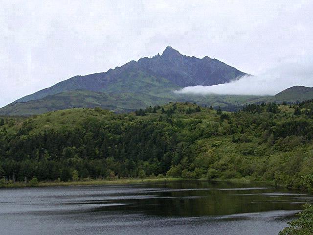 利尻山位于日本北海道利尻岛,日本百名山之一。 维基百科 图
