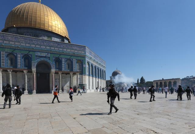 2019年,以色列警察与巴勒斯坦人在耶路撒冷老城的阿克萨清真寺发生冲突 新华社图
