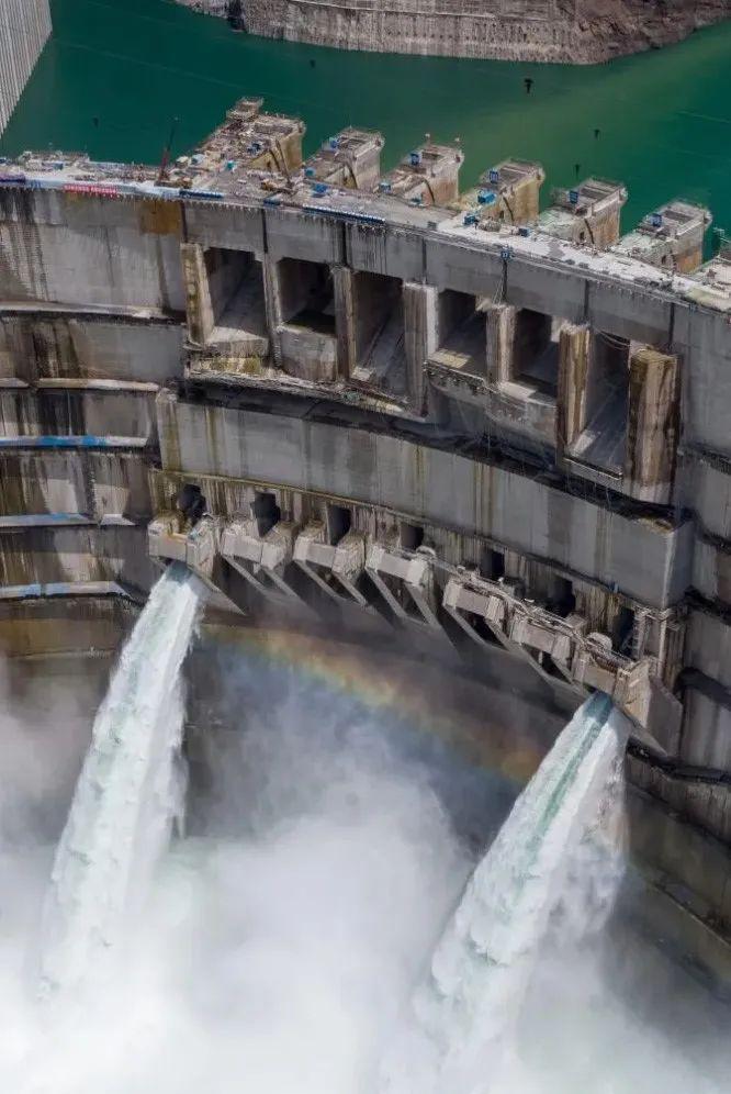 6月10日拍摄的白鹤滩水电站。图|新华社